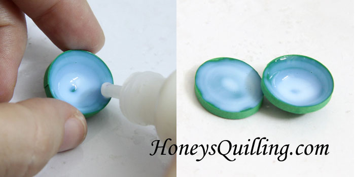 Make your own paper quilled 3D turtle pendant with this free tutorial from Honey's Quilling
